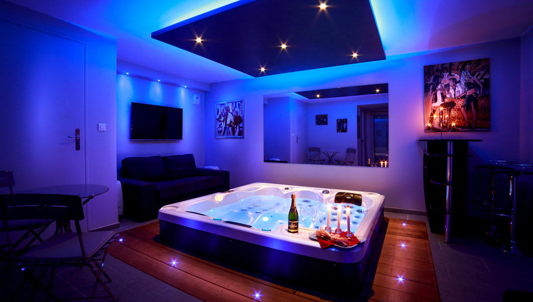 http://gite-les-oliviers.com/wp-content/uploads/2017/05/chambre-spa1.jpg